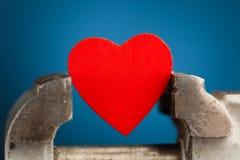 Красное сердце в вице инструменте Стоковое Фото