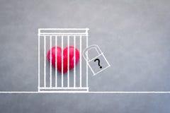 Красное сердце в концепции влюбленности коробки замка Стоковые Изображения