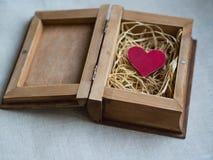 Красное сердце в коробке Стоковые Фотографии RF