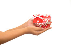 Красное сердце в руках Изолировано на белизне Стоковое Изображение RF
