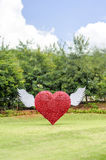 Красное сердце летая Стоковое Изображение