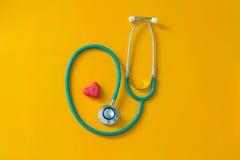 Красное сердце и стетоскоп Стоковая Фотография RF