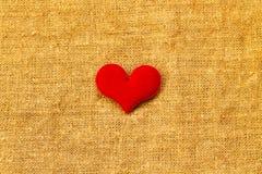 Красное сердце на день ` s валентинки St предпосылки бирюзы Стоковая Фотография RF