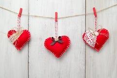 Красное сердце на деревянной предпосылке Стоковые Изображения