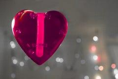 Красное сердце над запачканной предпосылкой влияния bokeh Стоковые Изображения