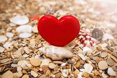 Красное сердце на предпосылке пляжа Стоковая Фотография RF