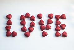 Красное сердце на теме предпосылки влюбленности и концепции валентинки, Стоковые Фотографии RF