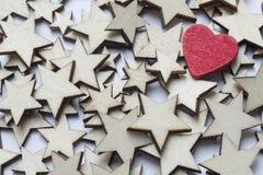 Красное сердце около белых звезд Стоковая Фотография
