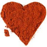 Красное сердце от напудренного перца chili изолированного на белой предпосылке Стоковое Фото