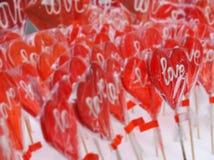 Красное сердце сформировало леденец на палочке с влюбленностью вы формулируете III Стоковая Фотография