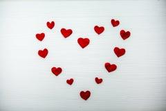 Красное сердце сделанное из войлока различного размера Стоковые Изображения