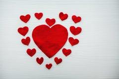 Красное сердце сделанное из войлока различного размера Стоковое фото RF