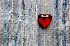 Красное стеклянное сердце на предпосылке сини Painted Стоковая Фотография RF