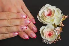 Красное французское искусство ногтя с цветком Стоковые Изображения RF