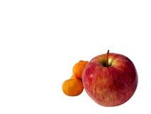 Красное яблоко, запачканные мандарины Стоковые Изображения