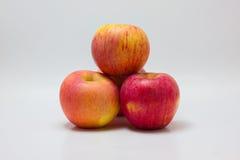 Красное яблоко изолированное на белой предпосылке Стоковые Фотографии RF