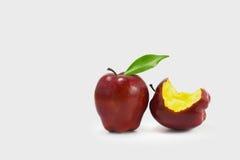 Красное яблоко (сияющая поверхность) Стоковые Изображения