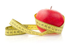 Красное Яблоко с измеряя лентой Стоковое фото RF