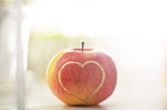 Красное яблоко с сердцем Стоковые Изображения RF