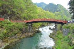 Красное brigde перед виском Nikko Toshougu, Tochigi, Японией Стоковое фото RF