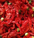 Красное Chilis на черной предпосылке Стоковые Фото