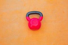 Красное kettlebell стоковые фото