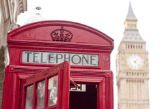 Красное phonebox Стоковые Изображения