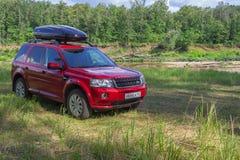 Красное SUV внедорожное стоковые изображения