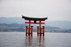 Красное torii на Miyajima стоковые фото