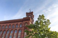 Красное townhall Берлин Германия Стоковые Изображения RF