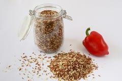 Краснокоричневый рис в прозрачном опарнике с хомутом крышки Стоковая Фотография