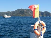 Красно-желтые флаг и спасательный жилет Стоковые Фотографии RF