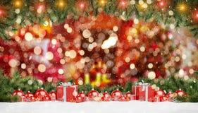 Красные безделушки и подарки рождества выровнялись вверх по переводу 3D бесплатная иллюстрация