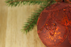 Красные безделушка рождества и дерево Branche спруса Стоковое фото RF