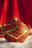 Красные безделушки рождества на красной предпосылке Стоковые Фотографии RF