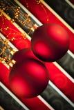 Красные безделушки рождества на предпосылке картины Стоковое Фото