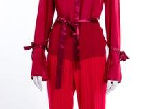 Красные блузка и брюки закрывают вверх стоковое фото rf