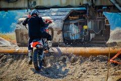 Красные ватт Bull 111 мега: Motocross и трудная гонка enduro Стоковое Фото
