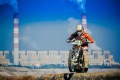Красные ватт Bull 111 мега: Motocross и трудная гонка enduro Стоковые Изображения RF