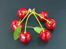 Красные вишни на черной предпосылке Стоковые Фото