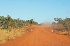 Красные грязные улицы в захолустье Австралии Стоковое Изображение RF