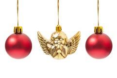 Красные глобусы и одно украшение ангела рождества Стоковое фото RF