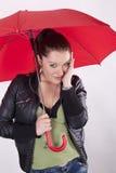 красные детеныши женщины зонтика Стоковое Изображение RF