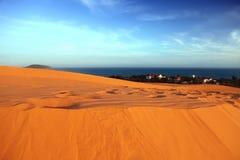 Красные дюны, море и небо. Вьетнам Стоковое фото RF
