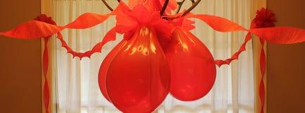 Красные лента и воздушный шар Стоковые Фото