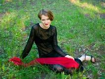 красные женщины шарфа молодые Стоковая Фотография RF