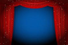 Красные занавесы на голубой предпосылке с блестящими звездами бесплатная иллюстрация