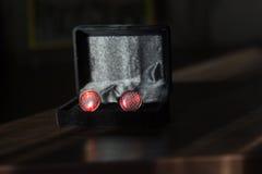 Красные запонки для манжет Стоковые Фото