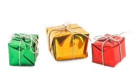 Красные зеленые желтые коробки подарка рождества   Стоковое Изображение RF