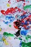 Красные зеленые желтые красные черные серые синие розовые цвета и оттенки Абстрактная влажная предпосылка краски Пятна картины стоковые изображения rf
